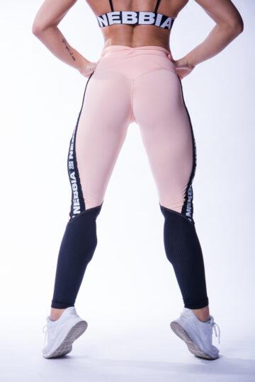 Naiselikud roosa ja mustaga leggingsid Nebbialt